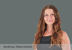 Andrea Obermeier bearbeit sich die Möse